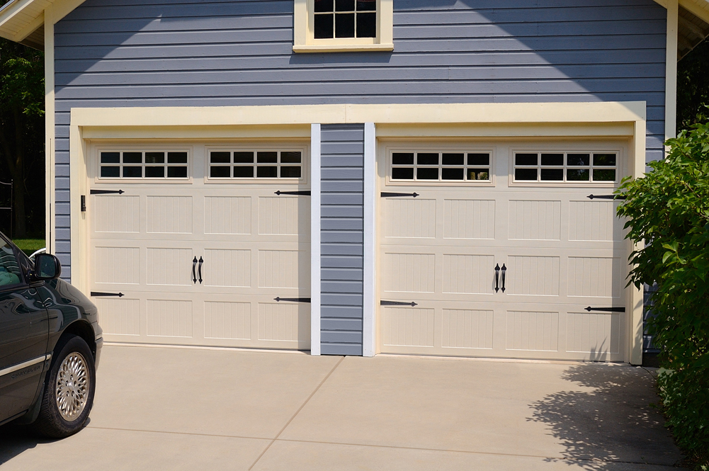 Stamped steel short panel carriage house door in for Murphy garage doors