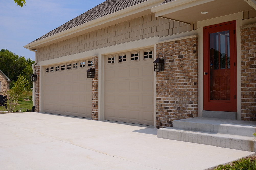 Short panel steel garage door in cincinnati don murphy for Murphy garage doors